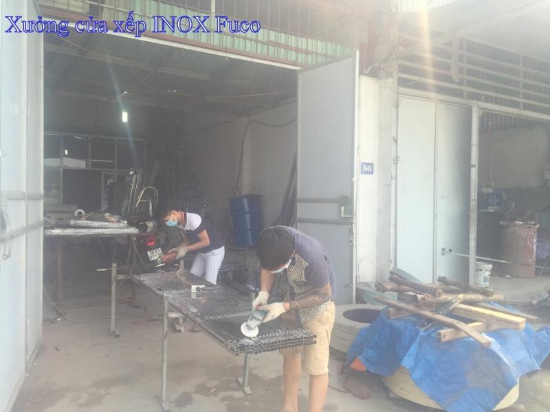 sản xuất cửa xếp inox tại xưởng, cắt lá gió INOX, đánh bóng INOX